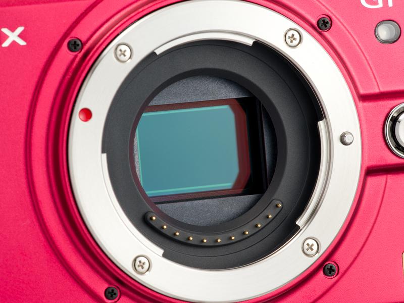 <b>撮像素子は有効1,210万画素のLive MOSセンサー。DMC-GH2と違ってアスペクト比を変えると画角が狭くなる普通のタイプ</b>