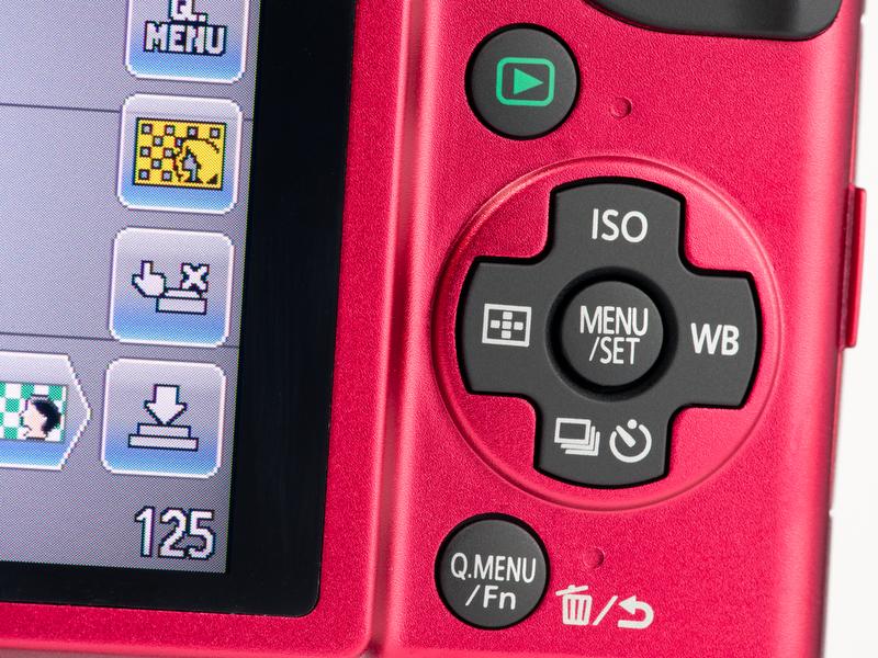 <b>背面右手側のボタン類はDMC-GF1より大幅に現象。「Fn」ボタンは「Q.MENU」兼用になったし、AF/AEロックボタンも消えた</b>