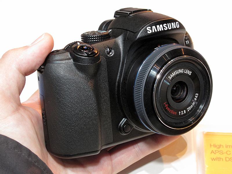 <b>NX11。装着レンズは20mm F2.8(以下同)</b>