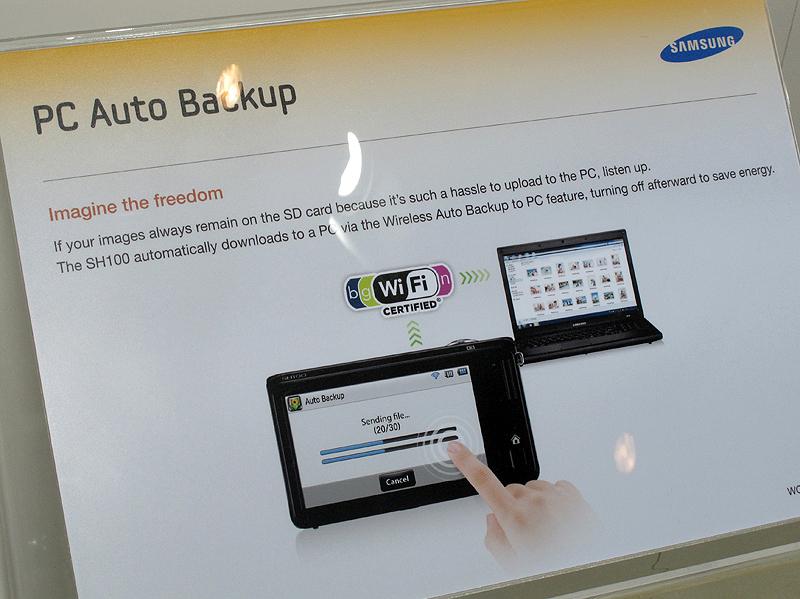<b>無線LANを利用した画像の自動バックアップなどが利用できる</b>