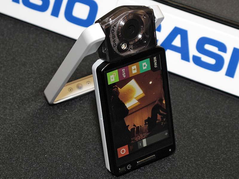<b>2011 International CESでは国内発売未定ながら、HDRアートを搭載する機種として「TRYX」(左)や「HIGH SPEED EXILIM EX-ZR100」などが発表された</b>