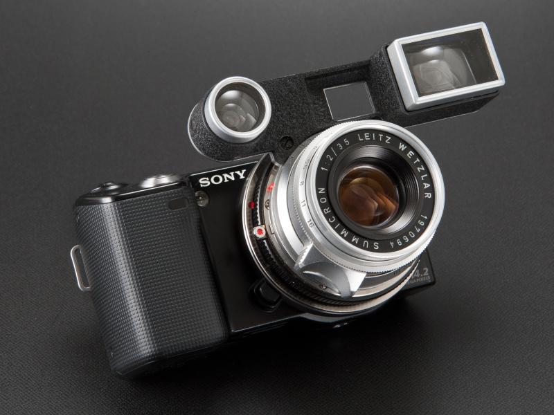 <b>マウントアダプターを2枚重ねしているが、レンズの取り付け、取り外しは普段通り行なえる</b>