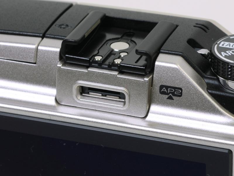<b>アクセサリーポートはPENPAL PP-1に対応するAP2。これまでのペン用アクセサリーも使える</b>