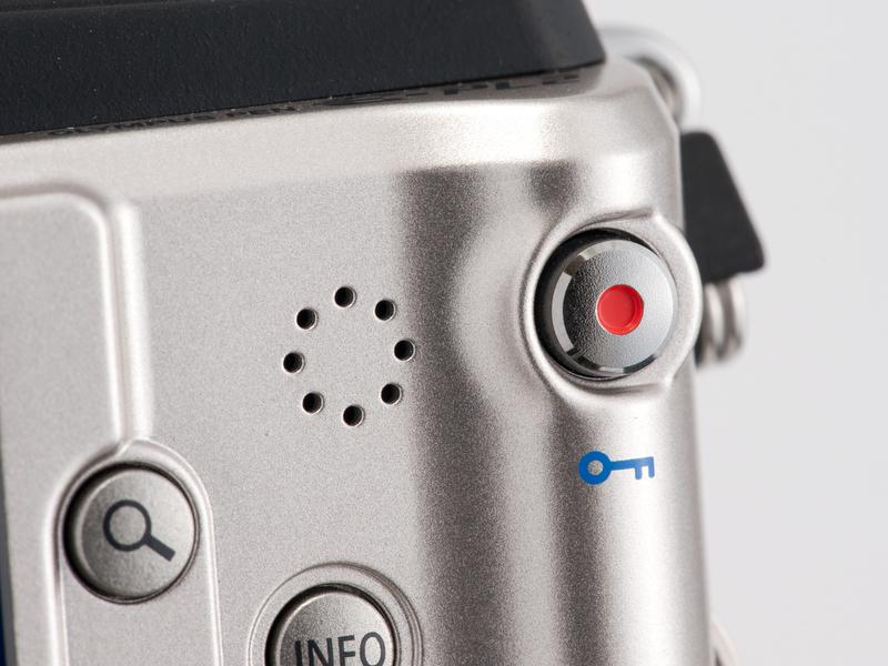 <b>E-PL1/1s同様、どの撮影モードでも動画が撮れるムービーボタンを装備。Fnボタンと同様、機能のカスタマイズが可能だ</b>