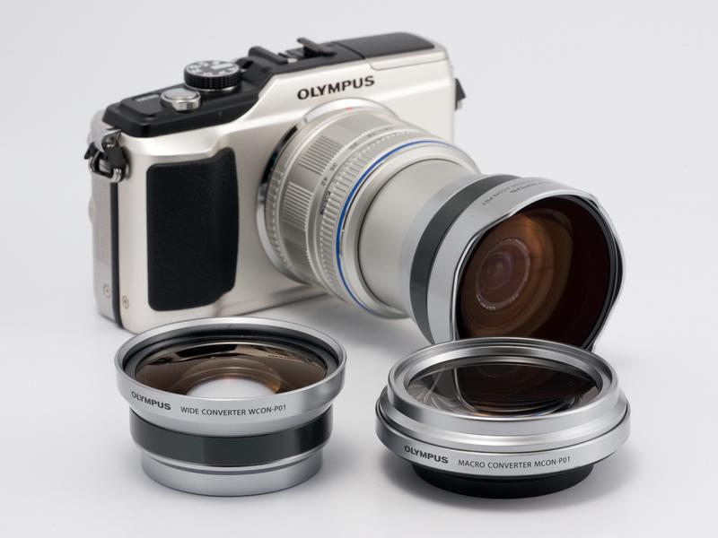<b>M.ZUIKO DIGITAL 14-42mm F3.5-5.6 II用のコンバーターも新発売。3点のセット商品も用意される</b>