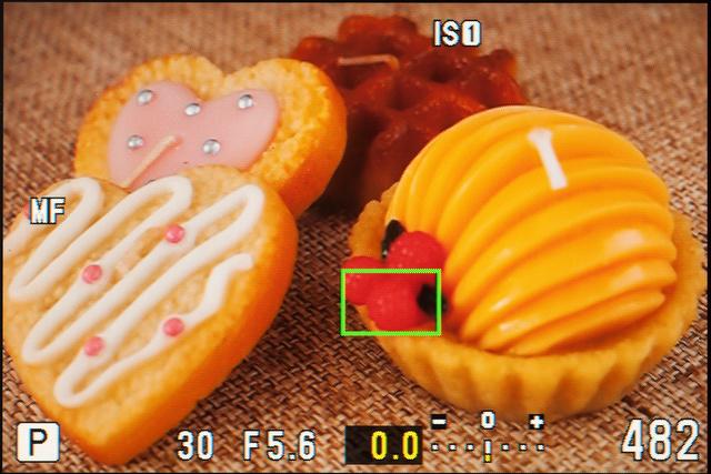 <b>虫メガネのアイコンの拡大ボタンを押すと表示される拡大枠。この部分にピントを合わせる「拡大枠AF」もある</b>