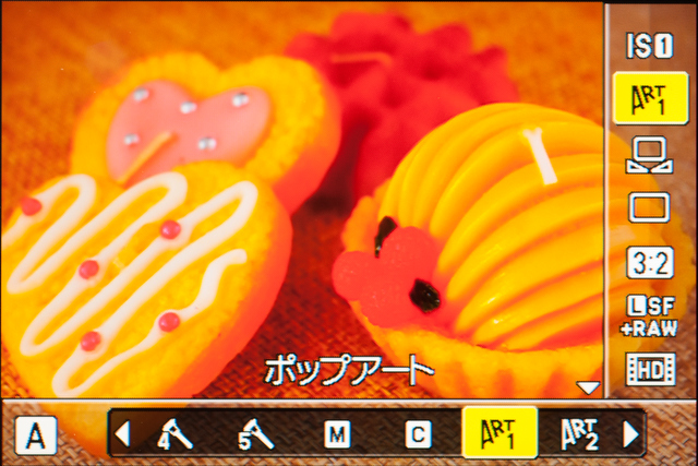 <b>「ピクチャーモード」選択時の画面。写りのイメージを見ながらフィルターが選べるのは「ライブコントロール」の便利な点だ</b>