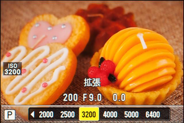 <b>ベース感度はISO200で、それより低い感度は省略された。最高感度はISO6400で、ISO3200からが拡張感度の領域となる</b>