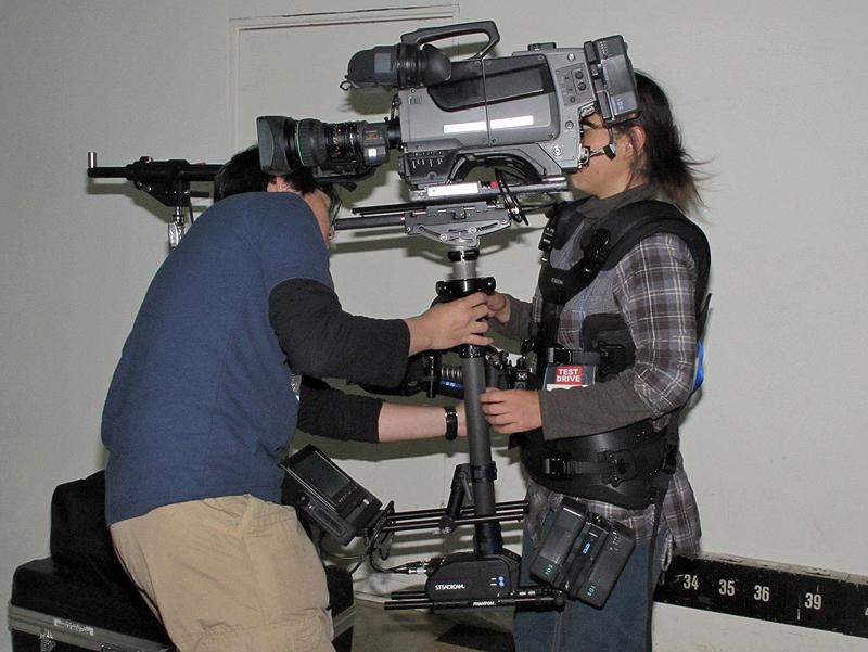 <b>こちらは、2010年に登場した高級モデル「ステディカム・ファントム」。最大対応重量は22kgで、デジタルシネマカメラや35mmカメラに対応。価格は300万円</b>