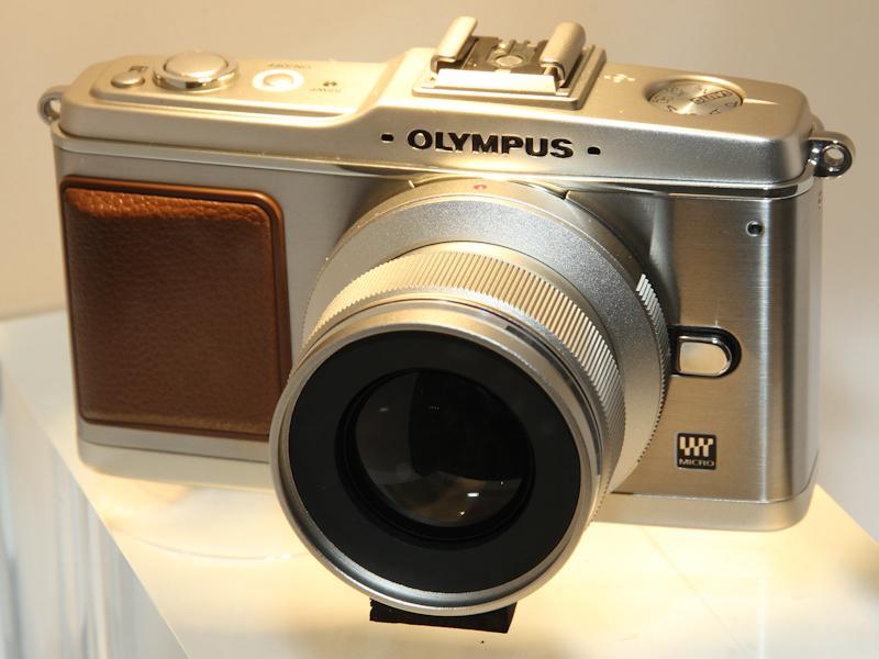 <b>オリンパスは単焦点レンズを参考出品</b>