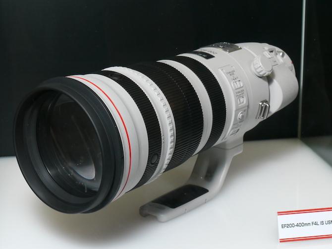 <b>キヤノンの「EF-200-400mm F4 L IS USM」</b>