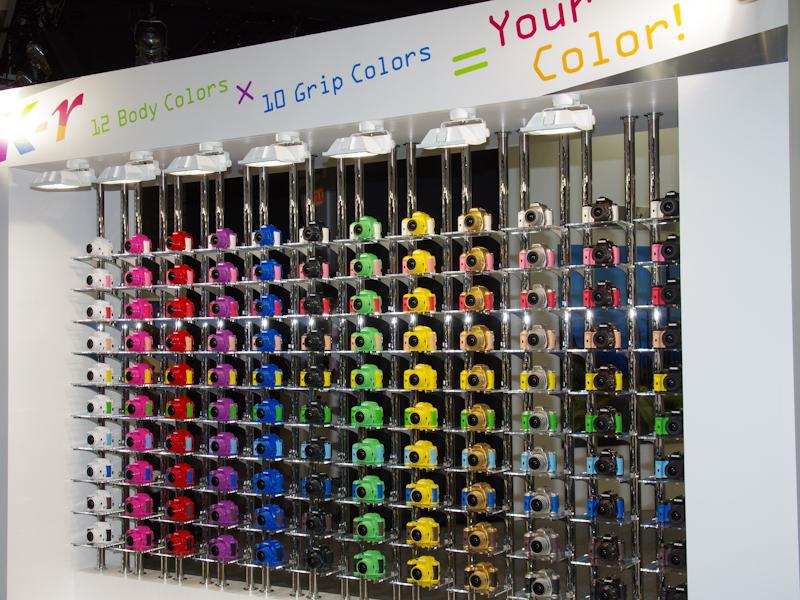 <b>K-rのオーダーカラー全120色を展示</b>
