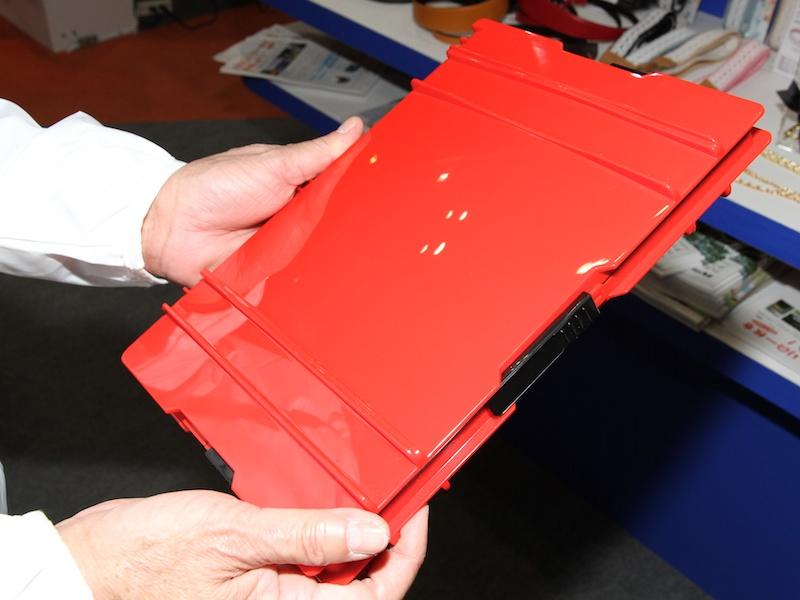 <b>ロック部にもラベルライターのテープを貼れるようにした</b>