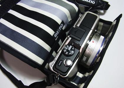 <b>M.ZUIKO DIGITAL 17mm F2.8を装着した状態で収納できる</b>