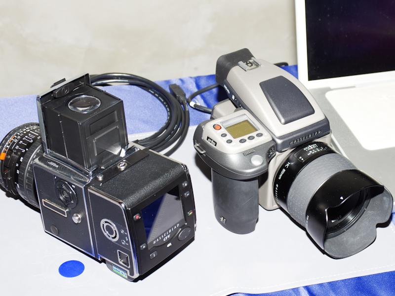 <b>ハッセルブラッド503CWにデジタルバック「CFV」を装着・展示したシュリロトレーディング</b>