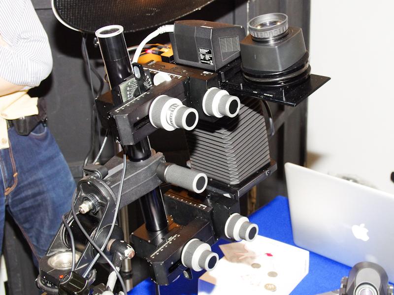 <b>エイ・ステージはジナーのデジタルバック「eSpirit65」をビューカメラに装着したシステムを展示</b>