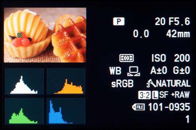 <b>S-AFやC-AFで撮った画像の場合、選択した測距点が画面上にグリーンの枠で表示される</b>