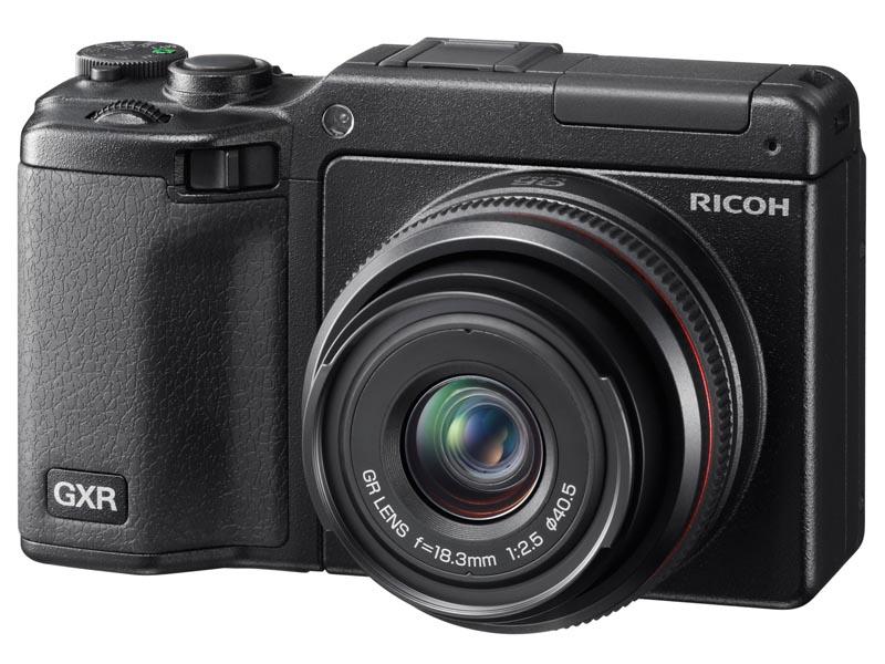 <b>カメラユニットGR LENS A12 28mm F2.5を装着したGXR</b>