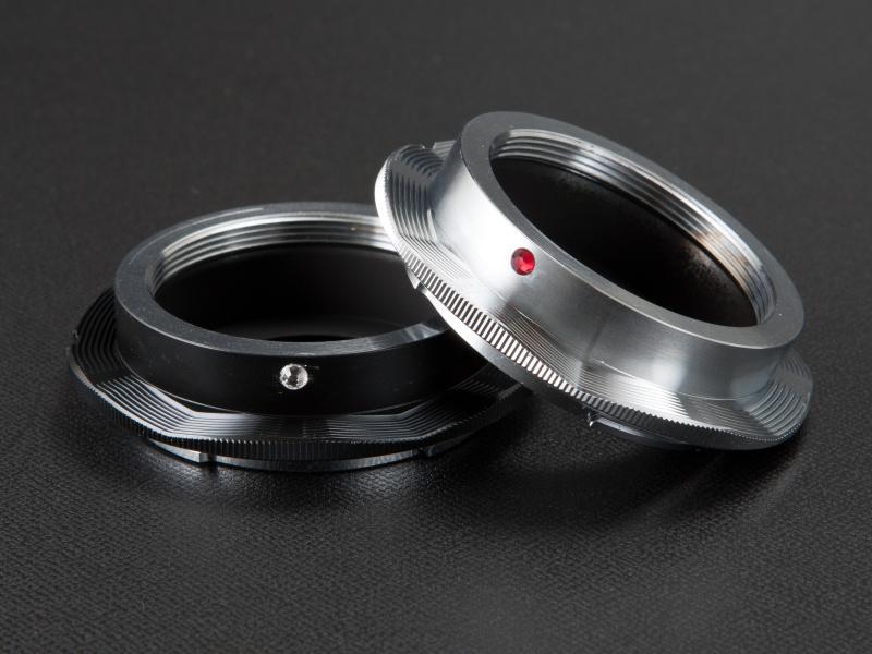 <b>三晃精機のEマウント用Lマウントアダプター・環型は、シルバー7,000円、黒8,000円だ</b>