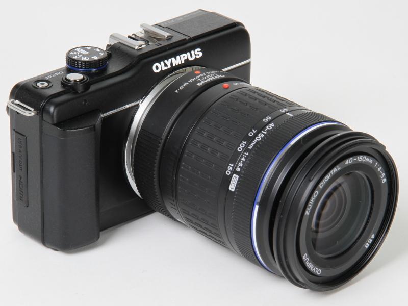<b>E-PL1ダブルズームキットに付属していた望遠ズームレンズを装着したところ。フォーサーズ用の「ZUIKO DIGITAL ED 40-150mm F4-5.6」を同梱のアダプター経由で使用する</b>