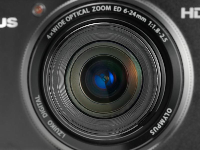 <b>【XZ-1】28-112mm相当の4倍ズームでF1.8-2.5と明るいのが売りだ</b>
