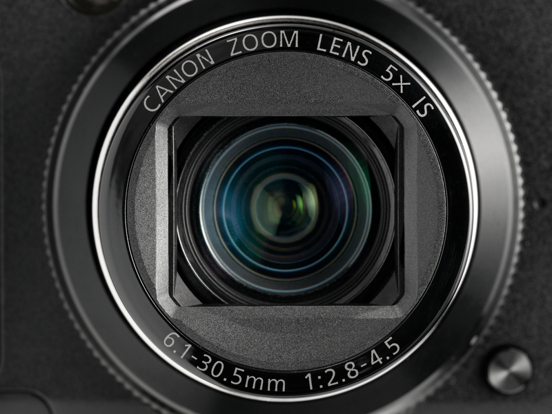<b>【PowerShot G12】28-140mm相当の5倍ズーム。開放F値はF2.8-4.5とまあまあ普通</b>