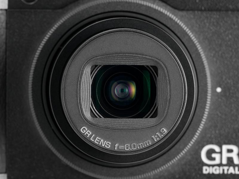 <b>【GR DIGITAL III】28mm相当の単焦点でF1.9と明るい</b>