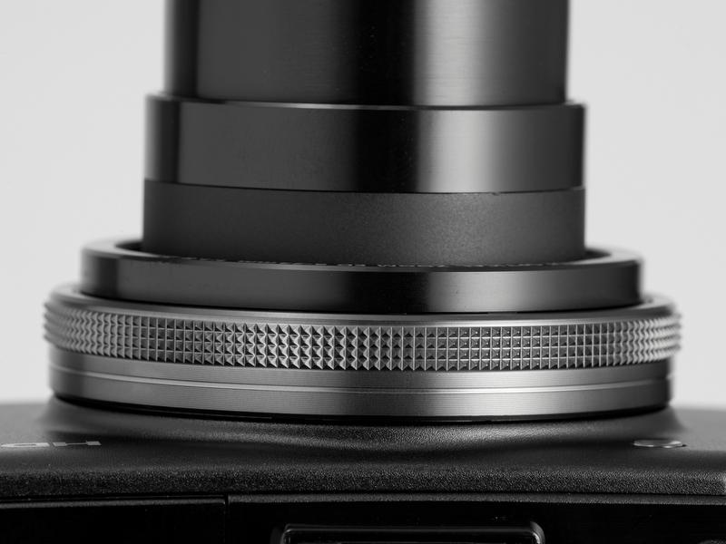 <b>【XZ-1】レンズ基部のコントロールリング。絞りやシャッター速度、感度などを素早く変更できる。ただし、機能のカスタマイズはない</b>