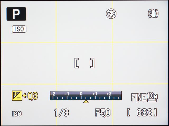 <b>【COOLPIX P7000】露出補正ダイヤルを操作しているときの画面</b>