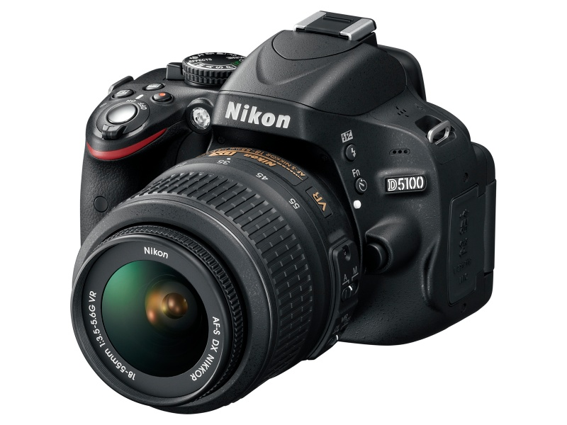 <b>AF-S DX NIKKOR 18-55mm F3.5-5.6 G VR装着例</b>