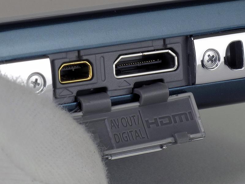 <b>フルHD動画を出力できるHDMI端子を装備</b>