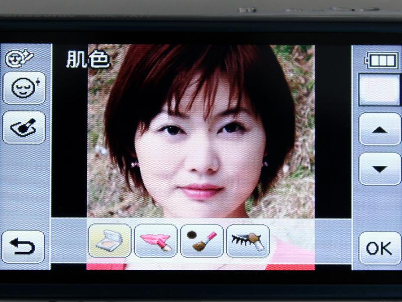 <b>メイクアップレタッチでは、4つのアイコンから効果を選べる(肌色)</b>