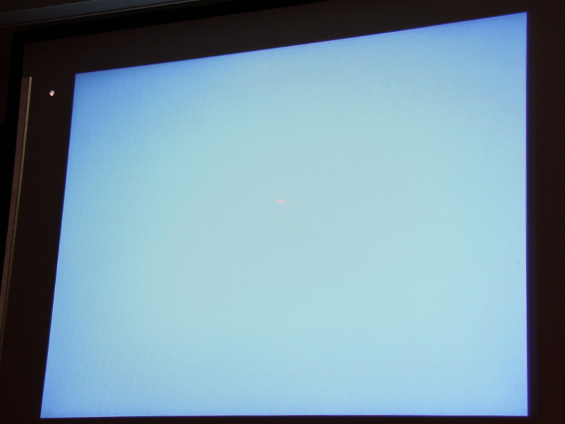 <b>Adobe Eazelはキャンバスをイメージしたインターフェース。起動時は真っ白な画面</b>