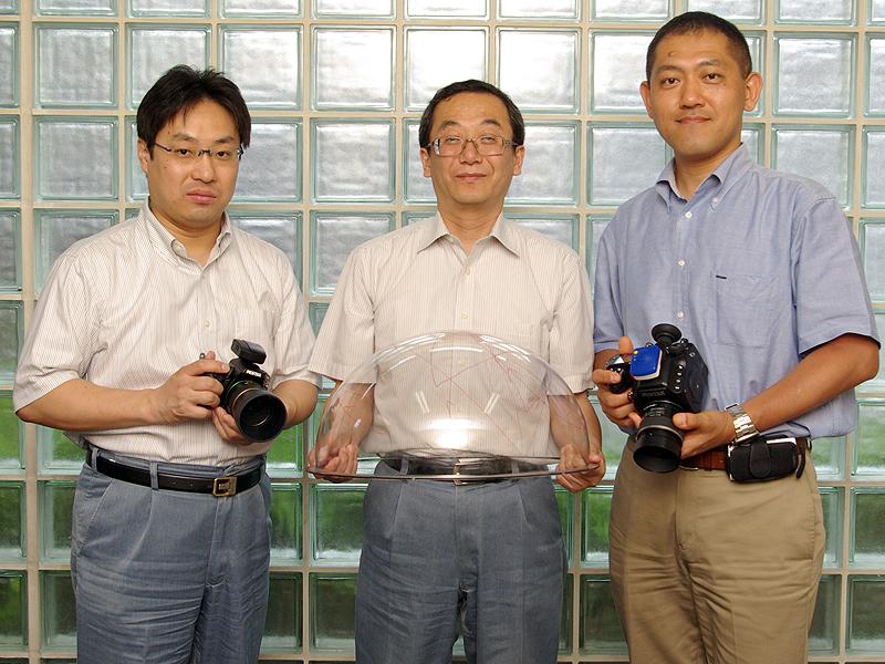 <b>左から飯田好一氏(アドバイザー)、沼子紀夫氏(開発リーダー)、前川泰之氏(商品企画)</b>