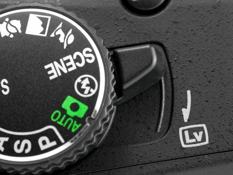 <b>【D5100】モードダイヤル基部にあるライブビュースイッチ。操作しやすい位置にあるので、用もないのについ触ってしまう(電池の無駄遣い)</b>