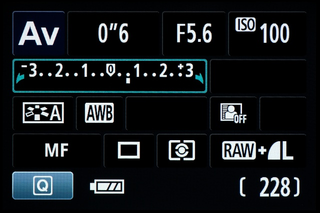 <b>【EOS Kiss X5】設定ステップは1/3EVで±5EVまで</b>