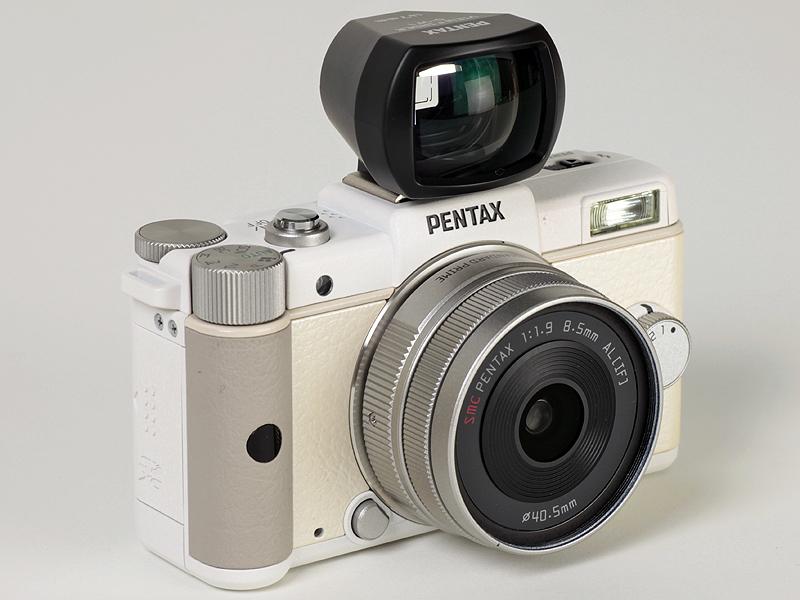 <b>PENTAX-01の画角に合わせた外付け光学ファインダー「O-VF1」</b>