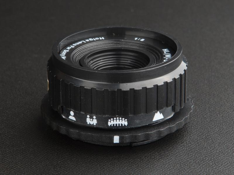 <b>NEX用のHL(W)-SNは3,150円だ。ブラックコーナーエフェクターで周辺光量落ちを再現している</b>