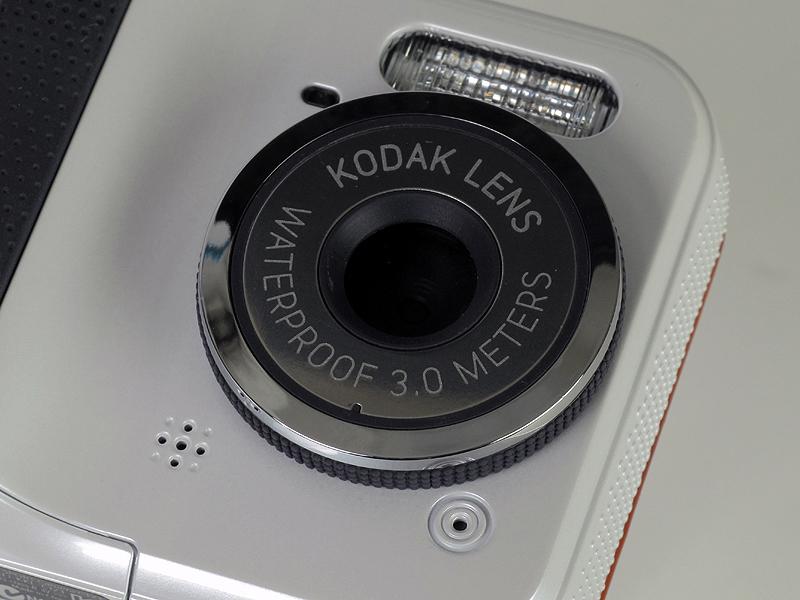 <b>レンズは35mm判換算で35mm相当の単焦点レンズ</b>