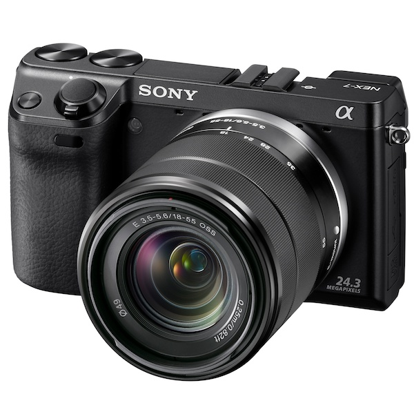 <b>NEX-7K(NEXレンズキット)。装着レンズは専用ブラックカラーE 18-55mm F3.5-5.6 OSS</b>