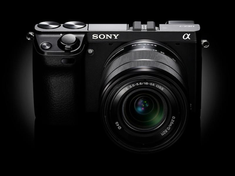 <b>E 18-55mm F3.5-5.6 OSS(NEX-7レンズキット専用色)を装着</b>