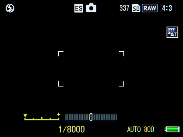 <b>電子シャッターはマニュアル露出になる。アップダウンダイヤルを使い、1/8,000秒から1秒の間で設定可能だ</b>