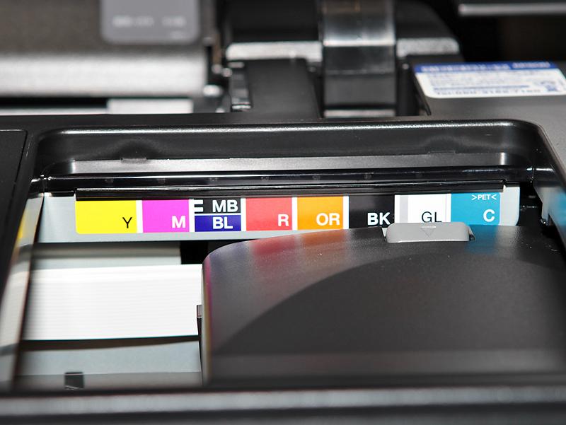 <b>マットブラック(MB)インクとの排他切替えでブルー(BL)インクを選択できる</b>