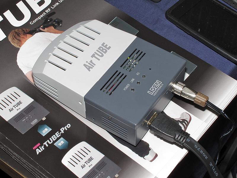 <b>こちらは受信機。HDMI信号で出力する</b>