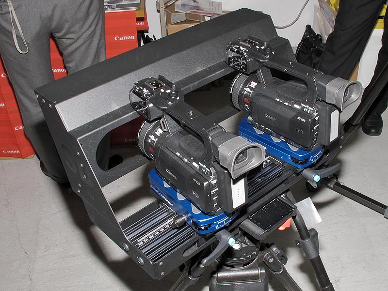 <b>カメラを装着したRedrock Micro 3D SxS</b>