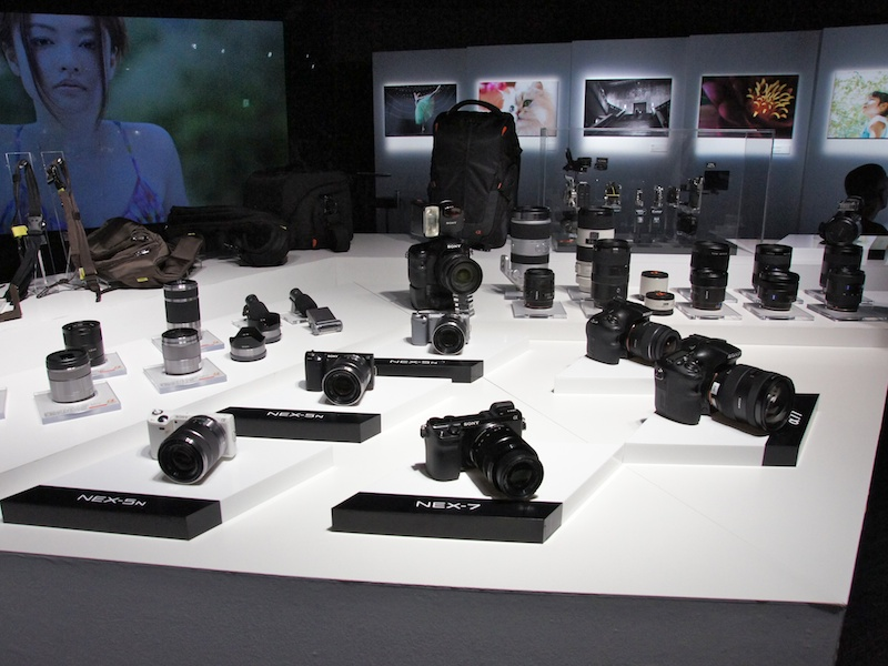 <b>NEX-7を筆頭に、新製品を一堂に展示</b>