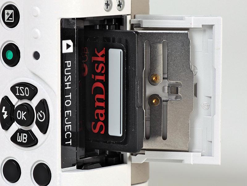 <b>記録メディアはSDXC/SDHC/SDメモリーカードに対応</b>