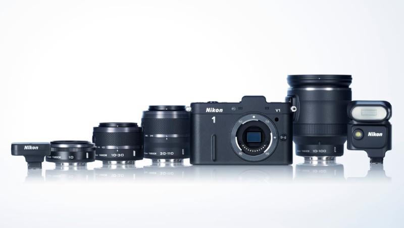 <b>Nikon 1 V1(ブラック)とNikon 1システム用レンズおよびアクセサリーのラインナップ</b>