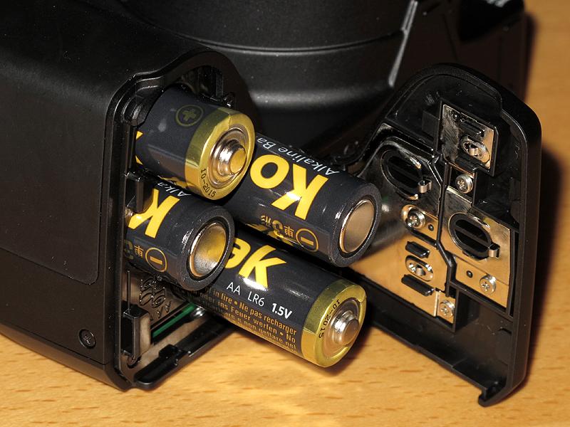 <b>電源は単3電池×4本</b>