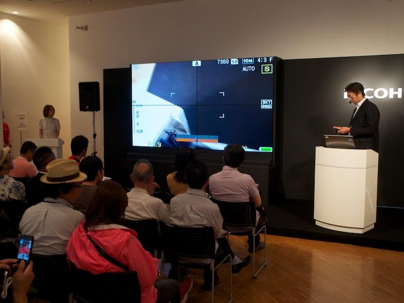 <b>企画担当者による進化点の解説も。詳細な説明に参加者も熱心に聞いていた</b>